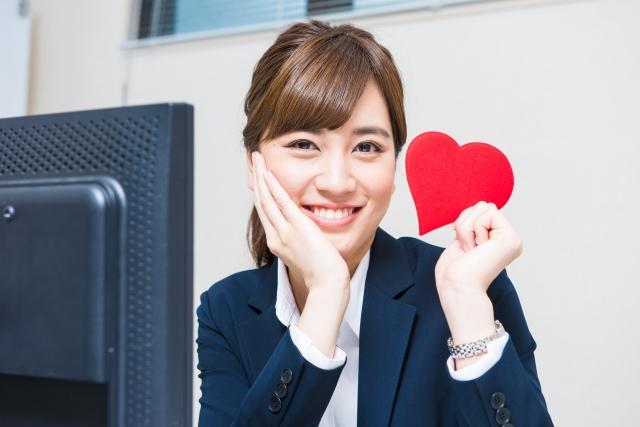 社内恋愛がバレても笑顔の女性